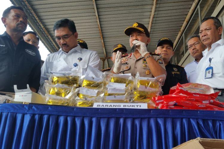 Kapolda Kepri Irjen Didid melakukan pres rilis terkait pengungkapan penyelundupan narkoba oleh jaringan internasional dengan barang bukti 66,043 Kg Sabu oleh tim gabungan