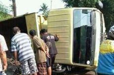 Mesin Mati di Tanjakan, Dump Truck Timpa Pengendara Motor di Cianjur
