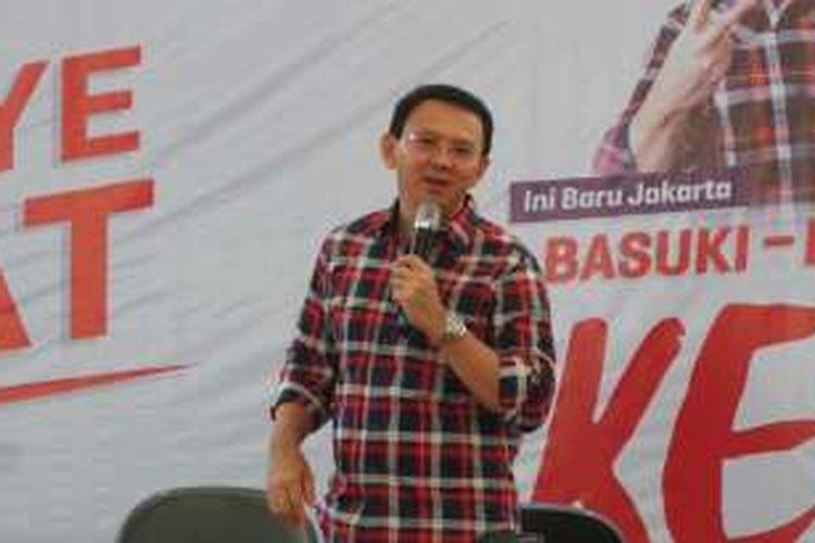 Calon gubernur DKI Jakarta Basuki Tjahaja Purnama atau Ahok di Rumah Lembang, Menteng, Jakarta Pusat, Jumat (25/11/2016).