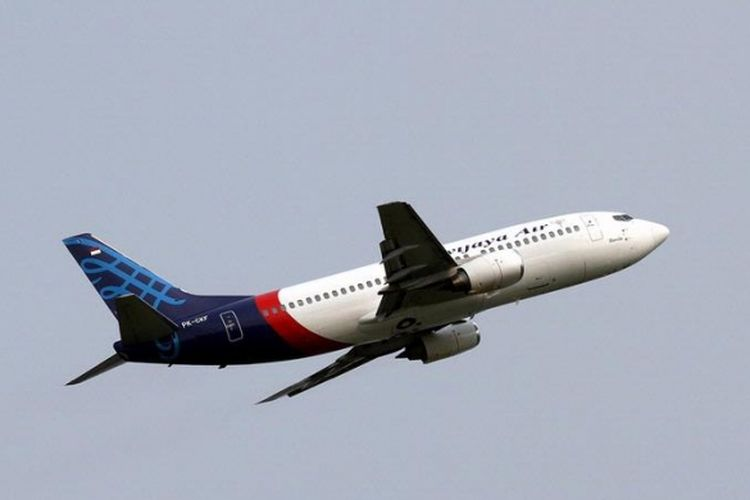 Pesawat Sriwijaya Air diabadikan saat tinggal landas meninggalkan Bandara Soekarno-Hatta, Banten, Minggu (26/5/2013).