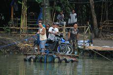 Badai Cempaka Rusak Jembatan, Warga Bantul Terpaksa Gunakan Gethek