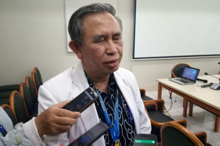 Kepala Divisi Infeksi KSM anak Rumah Sakit Hasan Sadikin (RSHS) Bandung, Dr Djatnika Setiabudhi menilai lonjakan pasien DBD di RSHS Bandung meningkat lima kali lipat.