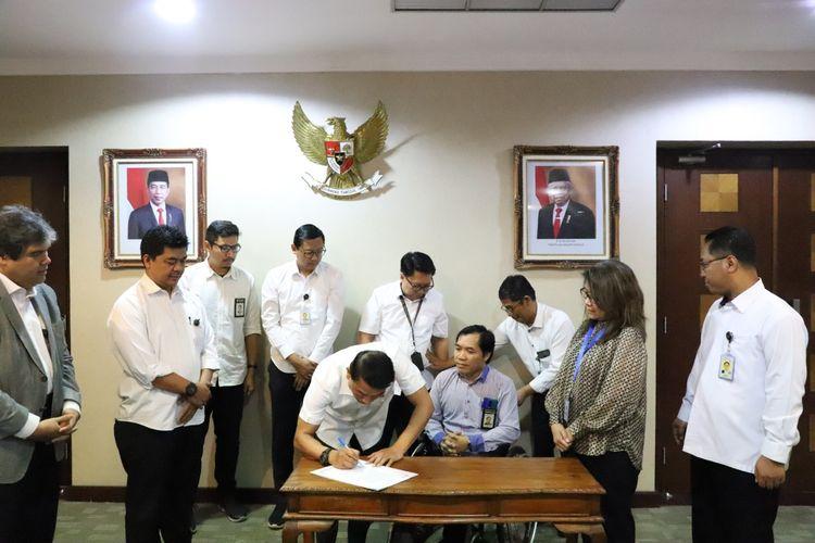 Kepala Staf Kepresidenan Moeldoko meminta seluruh pegawai di Kantor Staf Presiden (KSP) untuk menandatangani pakta integritas, Senin (18/11/2019).