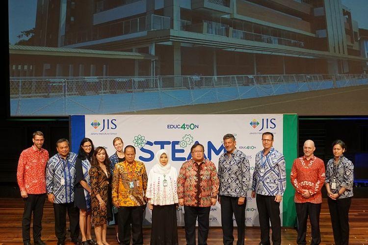 Pihak Jakarta Intercultural School (JIS), Menristek, dan perwakilan Kementerian Pendidikan dan Kebudayaan dalam paparan dan inspirasi tentang Education 4.0 di JIS, Jakarta, Kamis (16/1/2020).