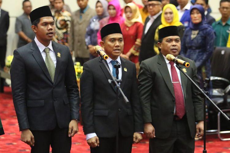 Andi Faisal Sofyan Hasdam (tengah) dilantik sebagai Ketua DPRD Kota Bontang, Jumat (4/10/2019).