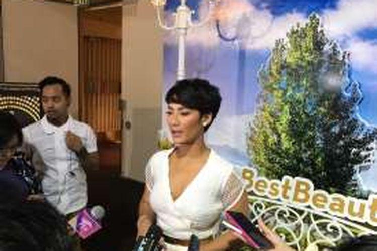 Tara Basro yang saat ini menjadi brand ambassador Olay Total effects, di Jakarta, Jumat (21/10/2016).
