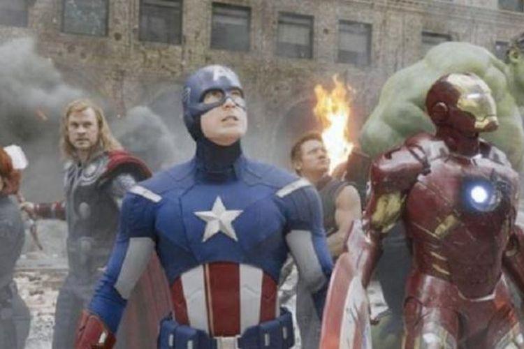 Sekelompok pahlawan super yang tergabung dalam The Avengers kembali tampil dalam Avengers: Age of Ultron.