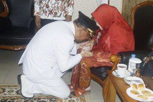 Tiba di Pontianak, Gubernur Kalbar Disambut Adat Tepung Tawar
