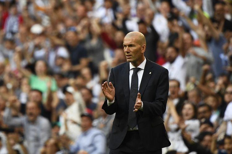 Zinedine Zidane merayakan gol timnya pada pertandingan Real Madrid vs Celta Vigo dalam lanjutan La Liga Spanyol di Stadion Santiago Bernabeu, 16 Maret 2019.