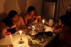 Pria Ini Lakukan Sit Up di Tiang Listrik, Ribuan Rumah Mati Lampu