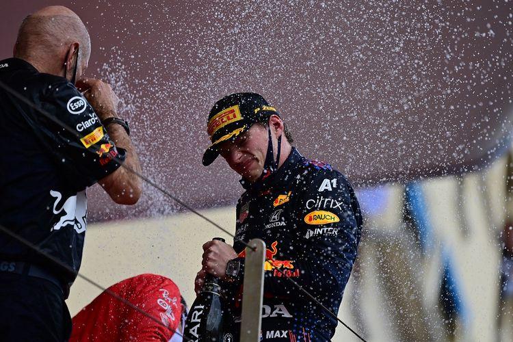 Pebalap Red Bull Racing Max Verstappen merayakan kemenangan pada balapan F1 GP Monako di Sirkuit Jalanan Monte Carlo, Minggu (23/5/2021) malam WIB.