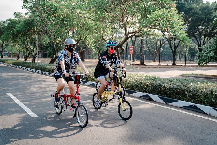 Dian Sastrowardoyo mulai menjajal olahraga bersepeda.