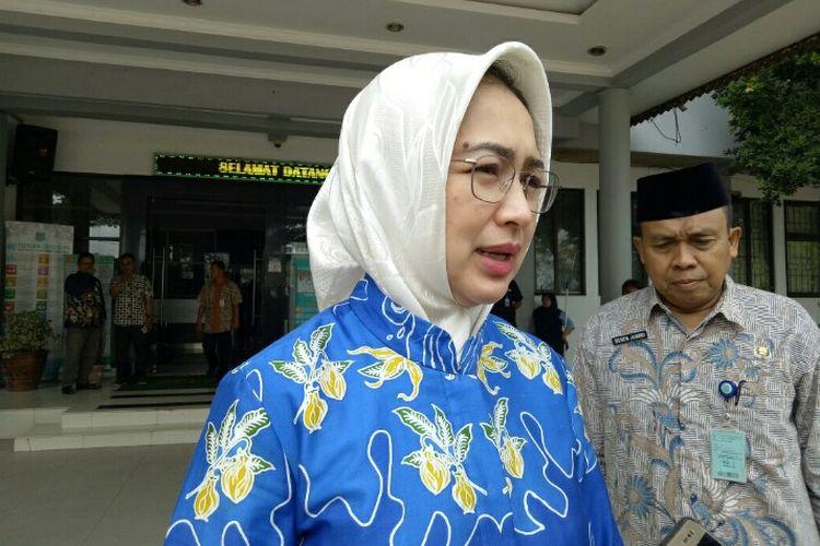 Wali Kota Tangerang Selatan Airin Rachmi Diany dikawasan Pamulang, Tangerang Selatan, Kamis (5/12/2019).