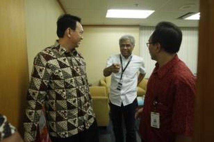 Pemimpin Redaksi Kompas.com Taufik Hidayat Mihardja (tengah)  saat menerima Wakil Gubernur DKI Jakarta Basuki Tjahaja Purnama, di Redaksi ke Kompas.com, Palmerah, Jakarta, Selasa (29/4/2014).
