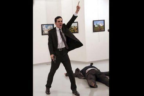 Foto Pembunuhan Dubes Rusia Juarai