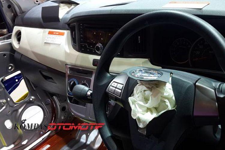 Airbag ditanam pada dashboard Sigra.