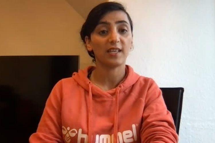 Mantan kapten timnas wanita Afghanistan Khalida Popal saat berbicara dengan Reuters mengenai situasi terkini di negaranya.
