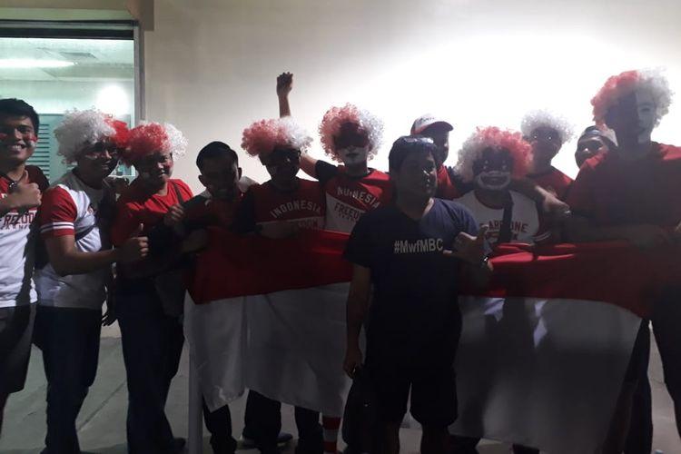 Suporter tim nasional Indonesia sudah tiba di Stadion Rizal Memoriam, Manila, Filipina, untuk mendukung timnas U-23 Indonesia yang akan bertanding melawan Vietnam, Minggu (1/12/2019) petang.
