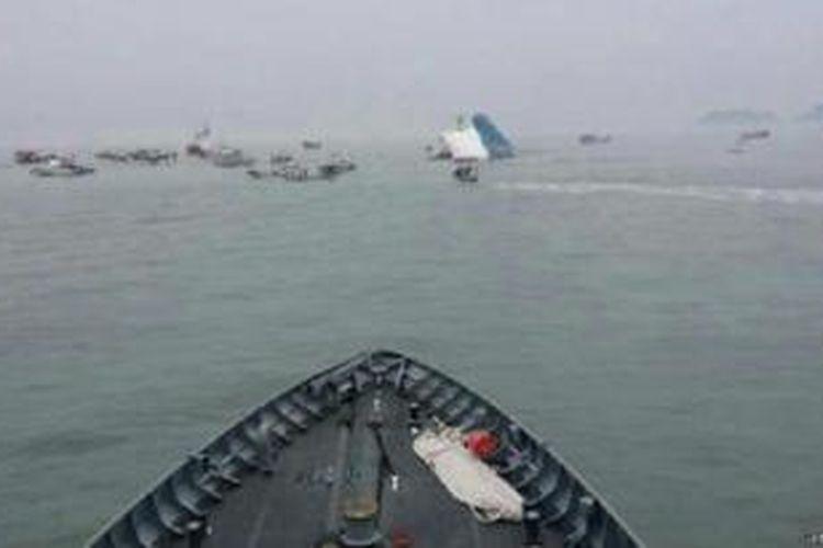 Sebelumnya, Korea Selatan mengalami bencana laut terbesar dengan tenggelamnya kapal feri Sewol tenggelam, menewaskan lebih dari 300 orang.