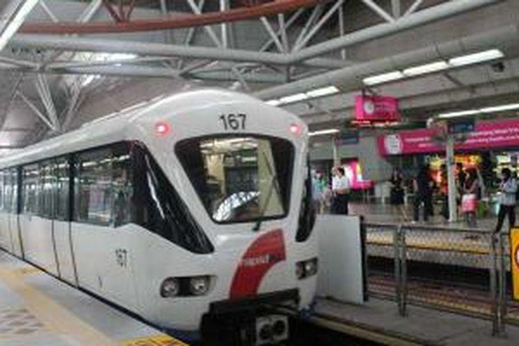 MRT di Singapura dan Kuala Lumpur adalah transportasi favorit yang murah.
