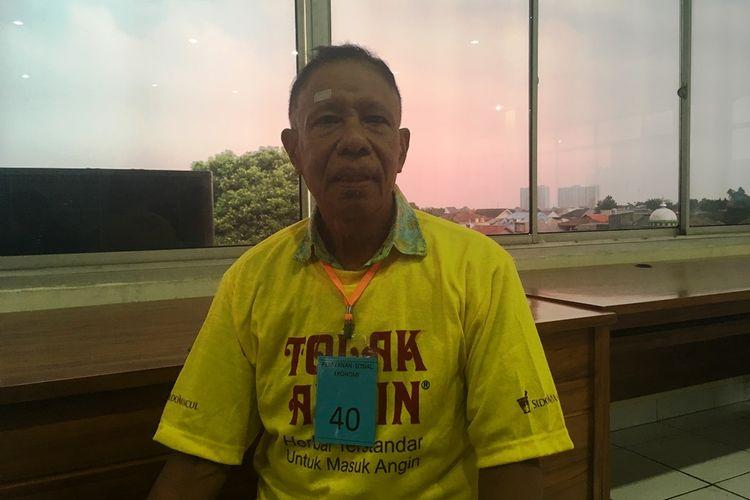 Bernadus (63), penderita katarak asal Bekasi ini tak tahu kalau gangguan penglihatan yang selama ini dialaminya ternyata disebabkan oleh penyakit tersebut.