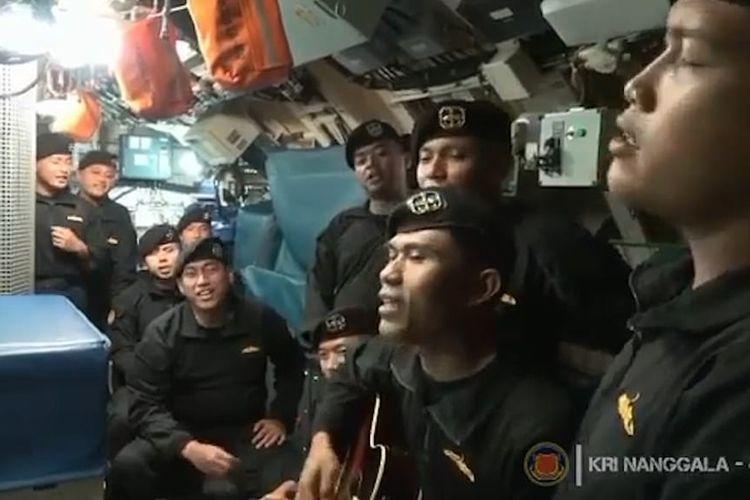 Video yang direkam beberapa minggu lalu  memperlihatkan awak KRI Nanggala-402 menyanyikan lagu Indonesia berjudul ?Sampai Jumpa?.