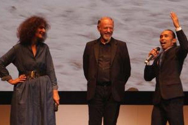Yayan Ruhian (kanan) hadir dalam pemutaran film yang dibintanginya, Yakuza Vampire: The Great War of The Underworld,  pada Cannes International Film Festival 2015 di Cannes, Perancis, Kamis (21/5/2015) waktu setempat.