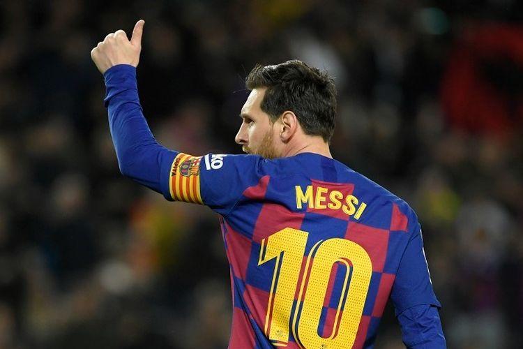 Pemain depan Barcelona asal Argentina, Lionel Messi merayakan setelah mencetak gol selama pertandingan sepak bola Liga Spanyol antara FC Barcelona dan Real Sociedad di stadion Camp Nou di Barcelona pada 7 Maret 2020.