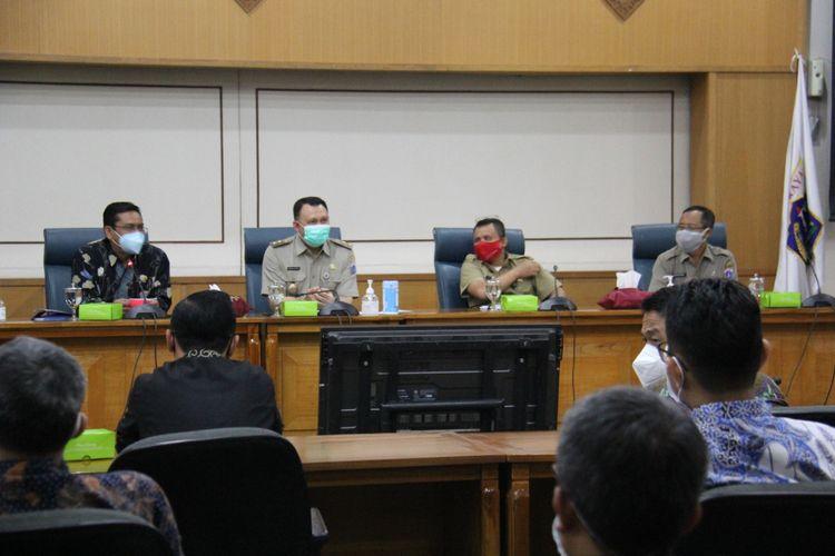 Dewan Perwakilan Rakyat Daerah (DPRD) Kota Bandung, Jawa Barat, melakukan kunjungan kerja ke Kantor Wali Kota Jakarta Timur, Senin (11/10/2021).