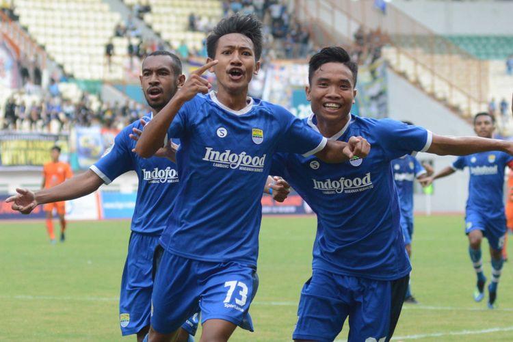 Beckham Putra Nugraha (tengah) saat membela Persib Bandung U-19 di Liga 1 U-19.