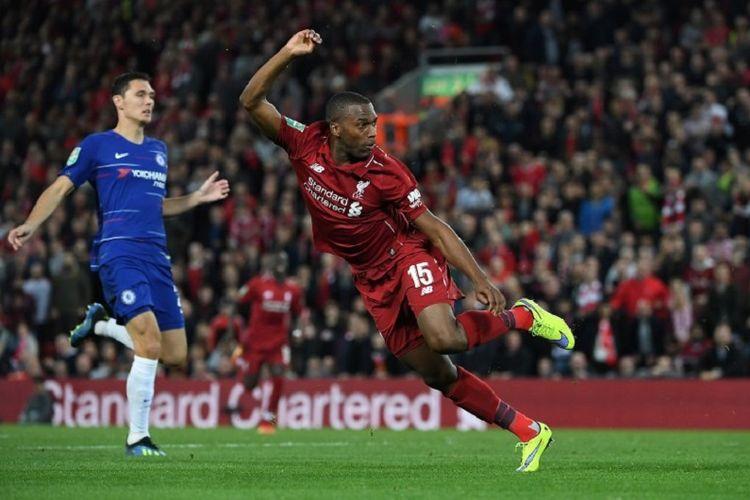 Aksi Daniel Sturridge pada laga Liverpool vs Chelsea dalam babak ketiga Piala Liga di Stadion Anfield, 26 September 2018.