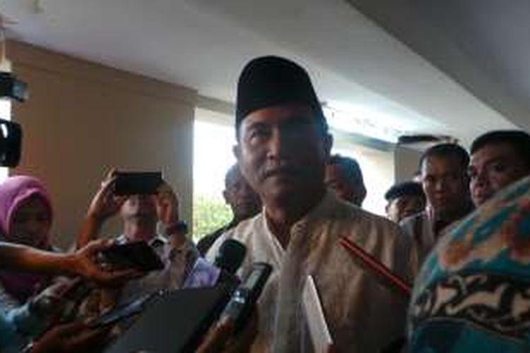 Bakal calon gubernur DKI Yusril Ihza Mahendra seusai menjadi Khatib Shalat Jumat, di Masjid Nurul Iman, Blok M Square, Jakarta Selatan, Jumat (25/3/2016).