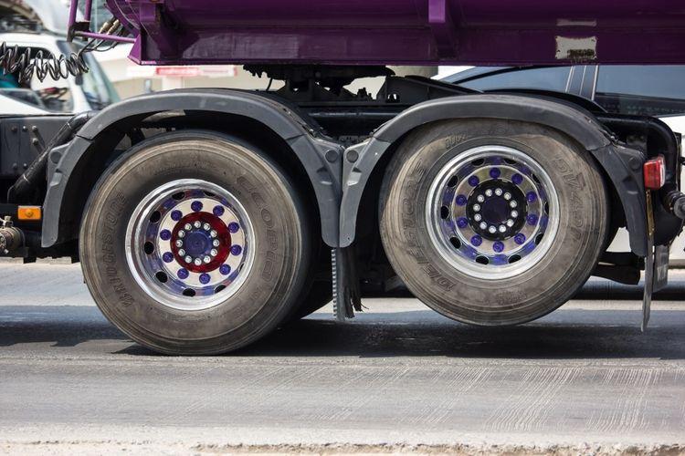 Ilustrasi lift axle pada truk