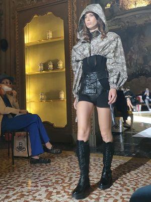 Batik Durian Lubuklinggau di Milan Fashion Week 2021, yang digelar di Palazzo Visconti, Milan, Italia, Selasa (21/9/2021).