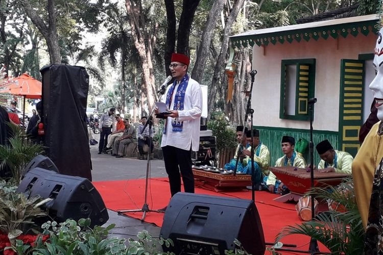 Wakil Gubernur DKI Jakarta Sandiaga Uno memberikan sambutan pada peresmian Pusat Oleh-oleh Kebudayaan Betawi di Pasar Seni, Ancol, Rabu (13/6/2018).