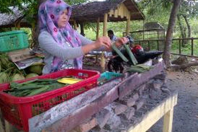 Pulut hijau ini merupakan jajanan khas yang dijual di sepanjang jalan negara Banda Aceh-Medan, tepatnya di kawasan Batee Geulungku, Kecamatan Simpang Mamplam, Kabupaten Bireuen, Aceh.