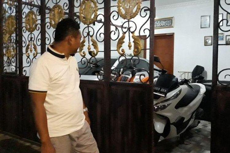Rumah Ramdani (35) di Jalan Manggis, Srengseng, Kembangan, Jakarta Barat Barat, sudah tiga kali dimasuki pencuri dalam sebulan terakhir.