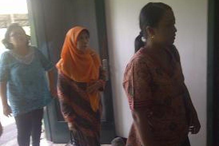 Keluarga Kopka Andi mendatangi gedung Danpom Kodam V Brawijaya.