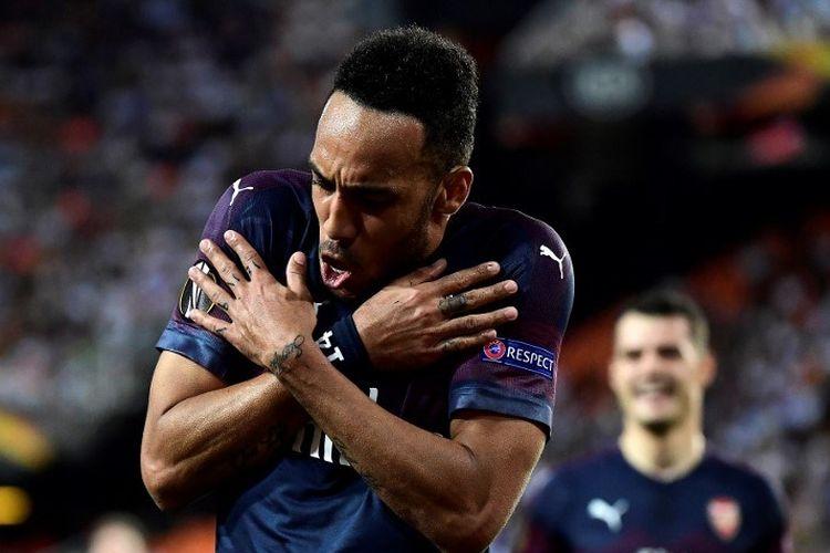 Gaya selebrasi Pierre-Emerick Aubameyang pada pertandingan Valencia vs Arsenal dalam semifinal Liga Europa di Stadion Mestalla, 9 Mei 2019.
