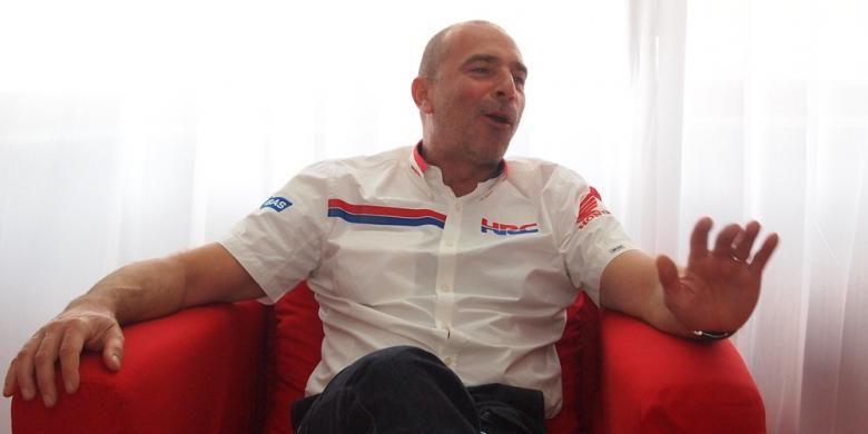 Kepala tim Repsol Honda, Livio Suppo, menjawab pertanyaan dalam wawancara eksklusif dengan Kompas.com di Sirkuit Sentul, Selasa (21/10/2014).