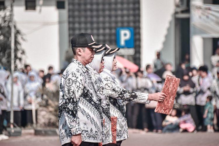 Peringatan Hari Guru Nasional (HGN) ke-74 di Plaza Pemkab Karawang, Senin (25/11/2019).