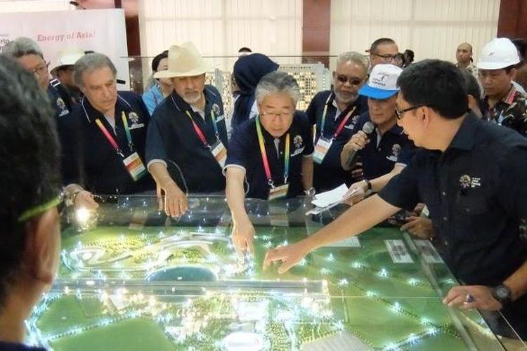 Delegsi OCA meninjau persiapan psuat olahraga Jakabaring, Palembang untuk menyelenggarakan Asian Games 2018