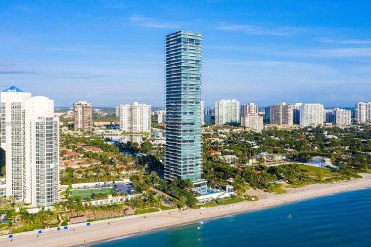 New York Post melaporkan Lionel Messi dan keluarganya menuntaskan pembelian lantai di apartemen mewah bernama Regalia di Florida Selatan, Amerika Serikat pada 16 April 2021.