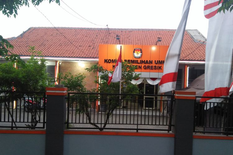 Kantor Komisi Pemilihan Umum (KPU) Kabupaten Gresik.