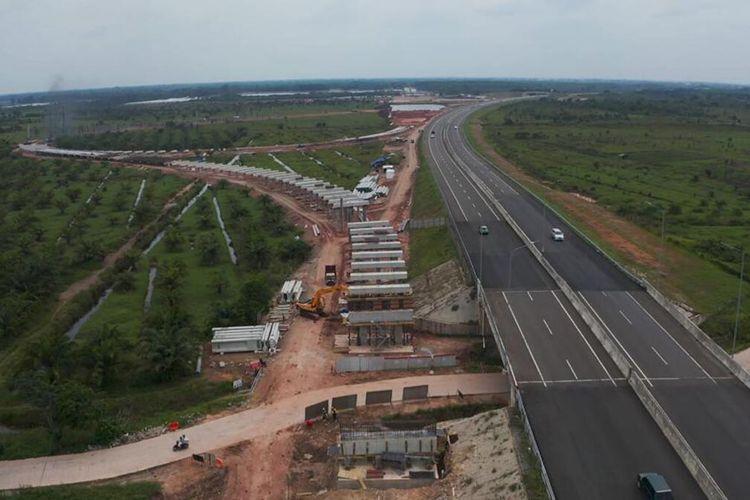 Proses pengerjaan tol Indralaya-Prabumulih yang saat ini masih berlangsung, Rabu (20/1/2021). Tol ini diperkirakan selesai pada Juli 2022.
