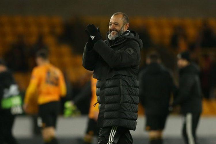 Pelatih kepala Wolverhampton Wanderers ,Nuno Espirito Santo merayakan kemenangan mereka di akhir pertandingan sepak bola grup K Liga Europa antara Wolverhampton Wanderers dan Besiktas di Molineux