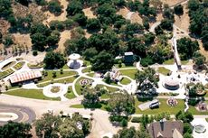 Kompleks Neverland yang Diduga Penuh Skandal Michael Jackson, Terjual Rp 308 miliar