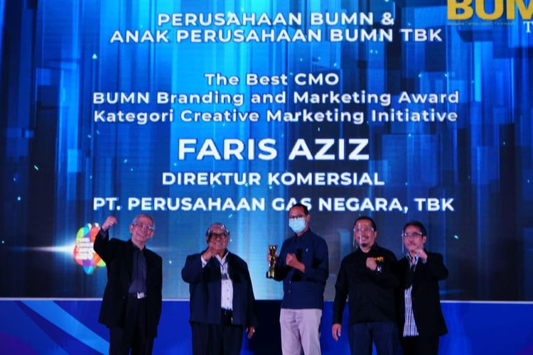 Direktur Komersial PGN Faris Aziz, saat menerima penghargaan The Best CMO BUMN Branding and Marketing Award Crative Marketing Initiative pada BUMN Branding and Marketing Award 2020.