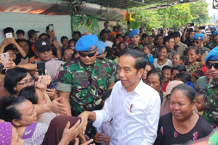 Calon presiden Joko Widodo di kampung deret, di RT 13 RW 01, Kelurahan Tanah Tinggi, Kecamatan Johar Baru, Jakarta Pusat, Selasa (12/5/2019) siang.