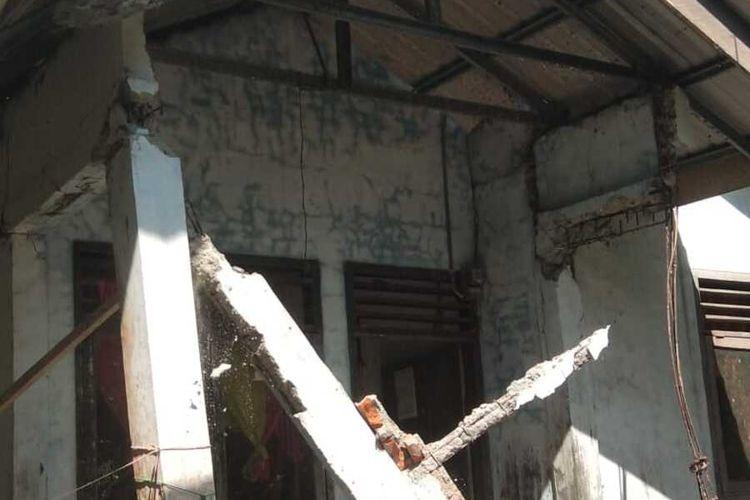Foto Dokumentasi BPBD Kabupaten Simeulue,  kondisi satu unit rumah warga Desa Badegong, Kecamatan Teupah Selatan, Kabupaten Simeulu, Aceh  rusak akibat gempa, Selasa (07/01/2020).